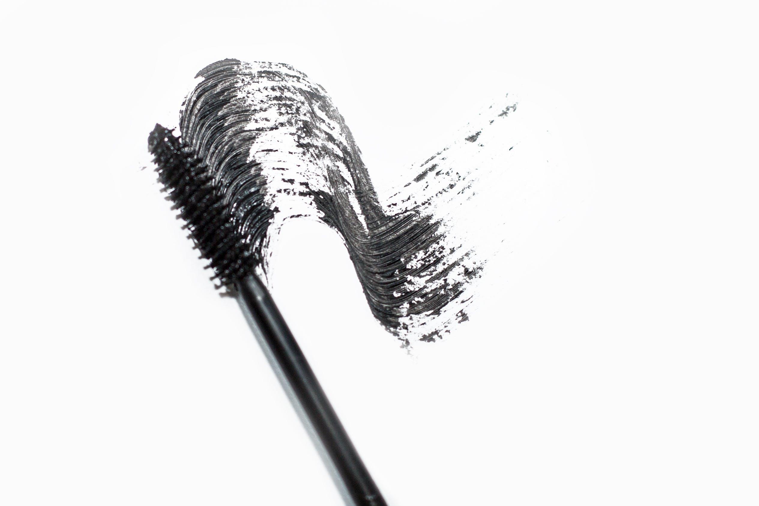 remove excess mascara