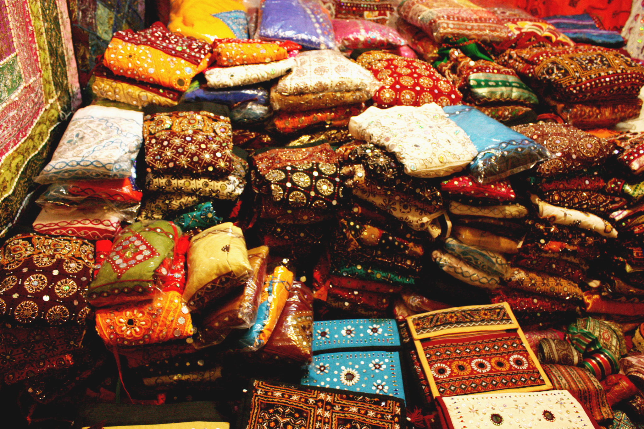 This Market Sells Ethnic Dress Material For Dirt Cheap!